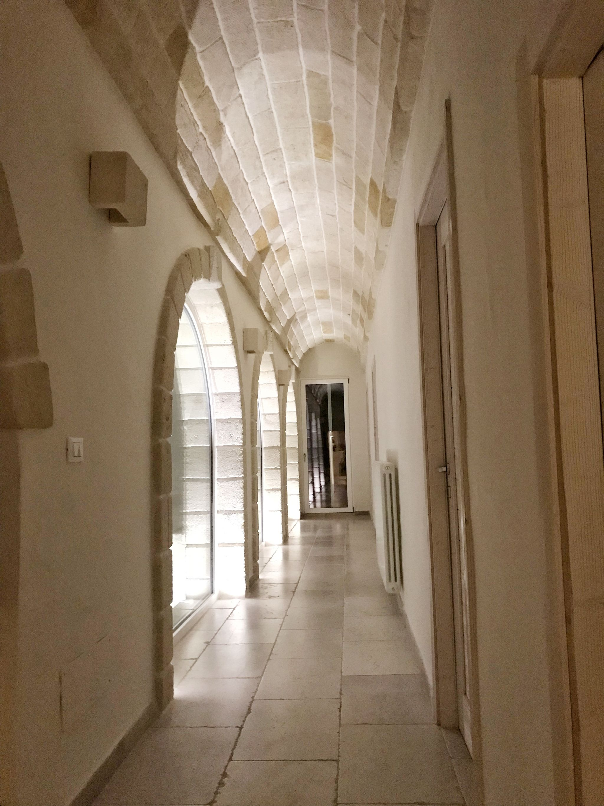 Corte dei Massapi hallway at night