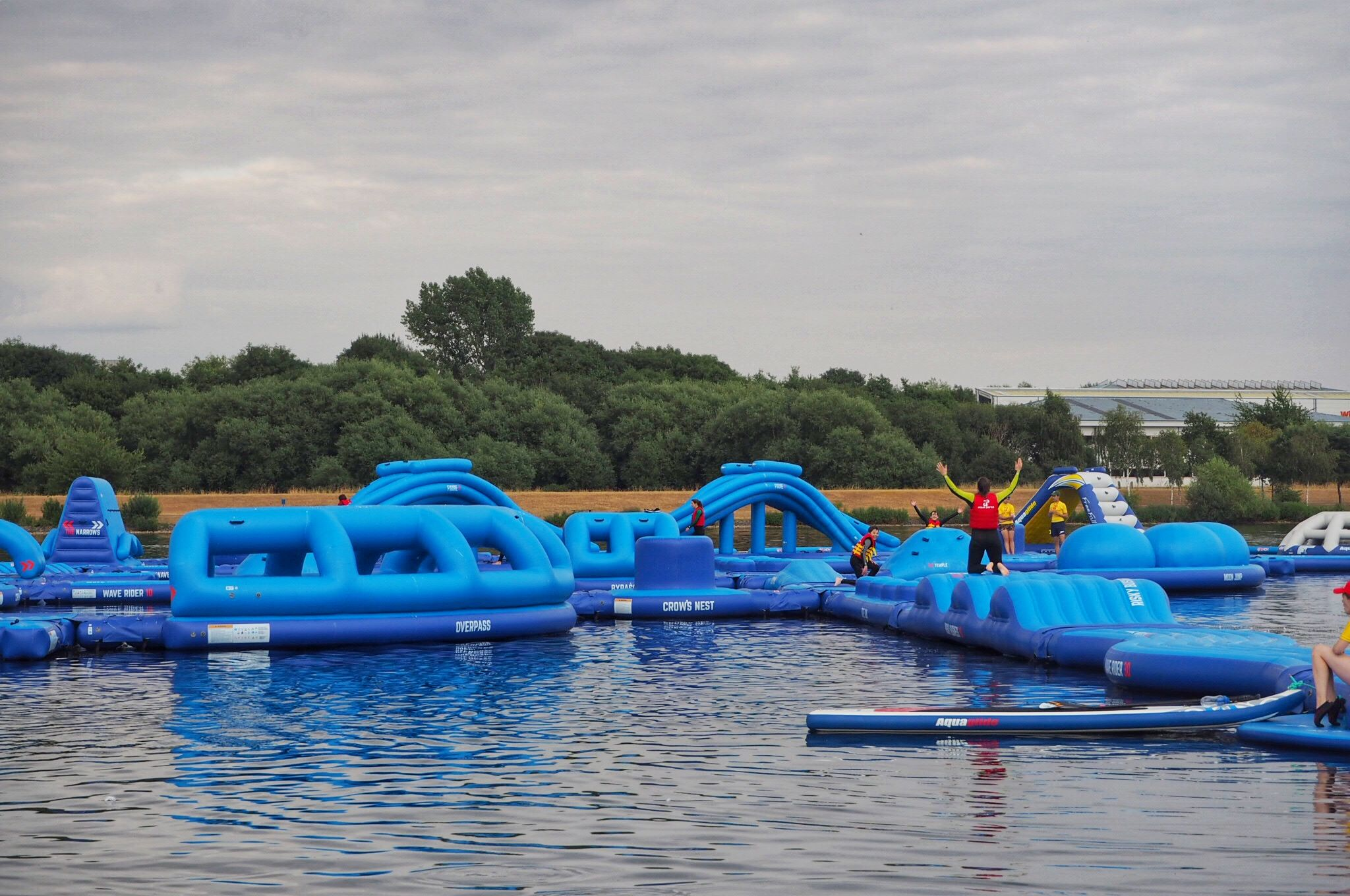 akeside-inflatable-obstacle-course-Aqua-Parcs-Willen-Lake-Milton-Keynes