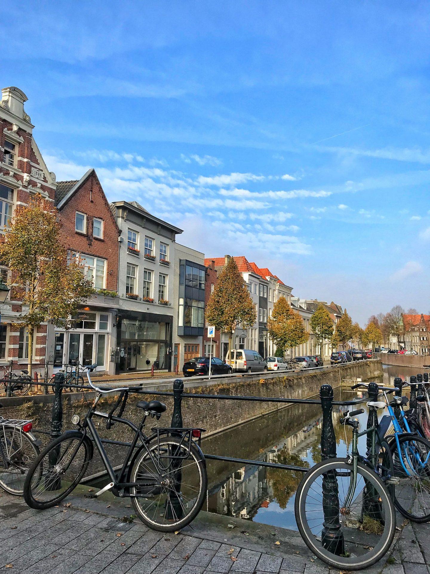 Den Bosch autumn canal views
